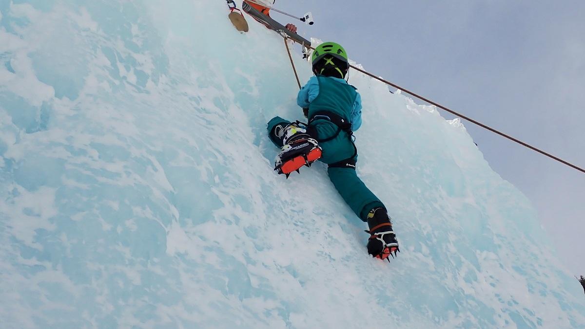 REWILD NINJA SNOW HIGHLANDでアイスクライミング体験