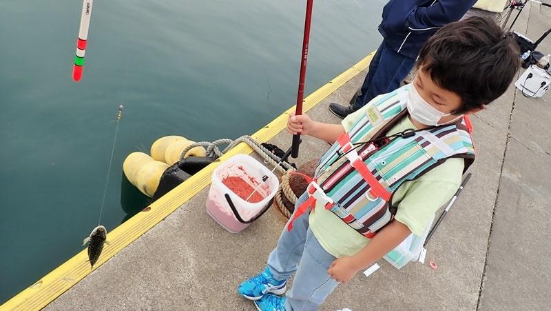 釣りにはライフジャケットが必須