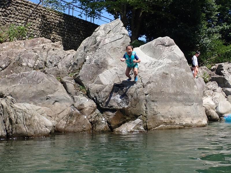川に飛び込む時は深いところめがけて